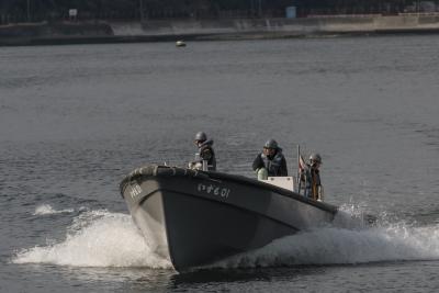 soku_32459.jpg :: 海上自衛隊 横須賀基地 逸見岸壁 DDH.183 いずも izumo 内火艇 祝就役