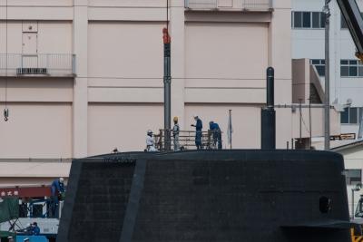 soku_32462.jpg :: 潜水艦 SS おやしお型 OYASHIO Class 横須賀基地 米軍岸壁 潜望鏡メンテンナンス