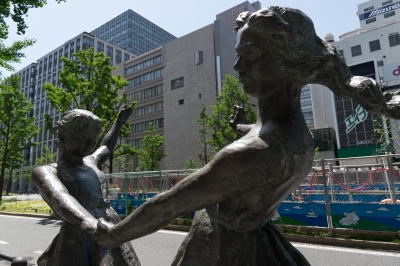 soku_32614.jpg :: 風景 街並み ランドマーク 銅像