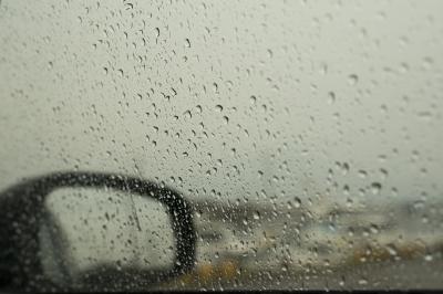 soku_32707.jpg :: 乗り物 交通 自動車 ガラス サイドミラー 水滴 水