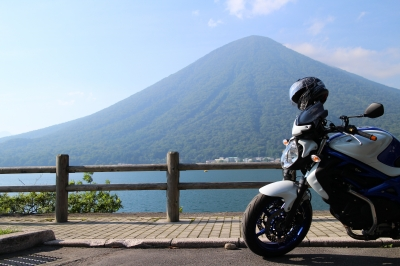 soku_32825.jpg :: 風景 自然 湖 榛名湖 山 榛名山 乗り物 交通 自動車 オートバイ バイク ツーリング