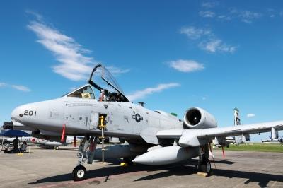 soku_33016.jpg :: 乗り物 交通 航空機 飛行機 軍用機 地上攻撃機 近接航空支援専用機 CAS A-10 航空祭 横田基地