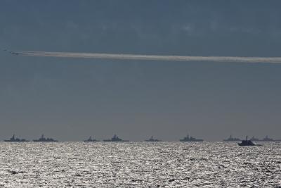 soku_33086.jpg :: 平成27年度 自衛隊観艦式 予行1 艦艇群 ブルーインパルス T.4