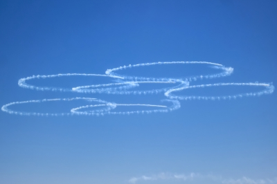 soku_33174.jpg :: 風景 自然 空 青空 ブルーインパルス T.4 平成27年度 自衛隊観艦式 予行1