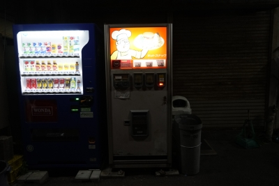 soku_33216.jpg :: 風景 街並み 郊外の風景 夜景 自動販売機
