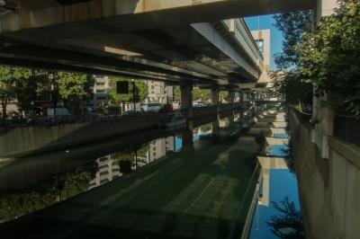 soku_33261.jpg :: 風景 街並み 都市の風景 首都高速 高架下 河川 水面 水鏡