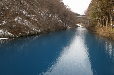 soku_33264.jpg :: 風景 自然 温泉 四万温泉 雪景色 ダム湖 四万ブルー