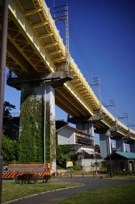 soku_33286.jpg :: 建築 建造物 橋 鉄道高架橋 順光 順光ブルー