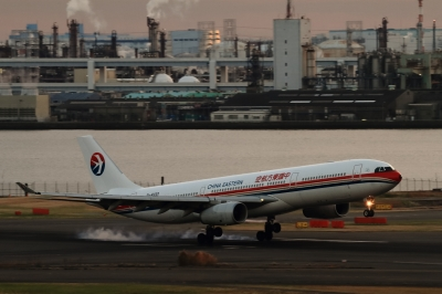 soku_33433.jpg :: 羽田空港・東方航空A330 乗り物 交通 航空機 飛行機 旅客機