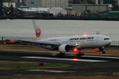 soku_33434.jpg :: 羽田空港・JALB777 乗り物 交通 航空機 飛行機 旅客機