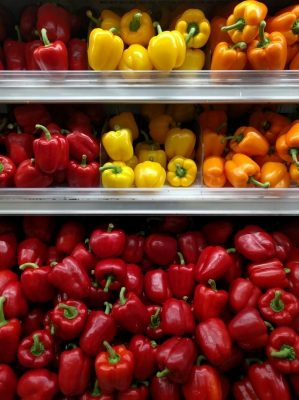 soku_33452.jpg :: 食べ物 食材 野菜 ピーマン パプリカ 外国 暖色