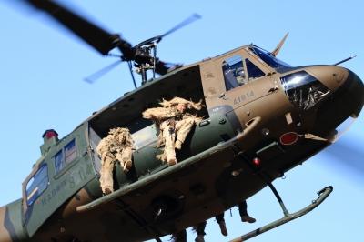 soku_33508.jpg :: 平成28年度 習志野空挺降下訓練始め/UH-1