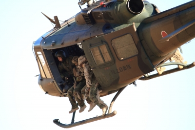 soku_33509.jpg :: 平成28年度 習志野空挺降下訓練始め/UH-1