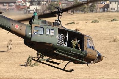 soku_33510.jpg :: 平成28年度 習志野空挺降下訓練始め/UH-1