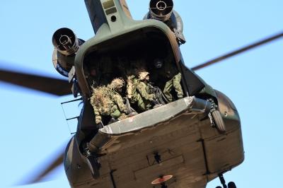 soku_33511.jpg :: 平成28年度 習志野空挺降下訓練始め/CH.47J