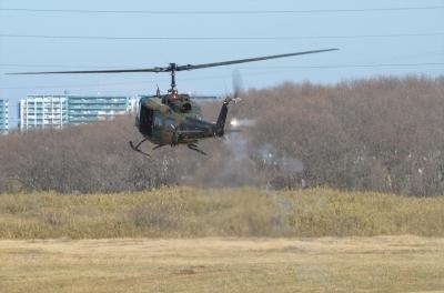 soku_33519.jpg :: 2016年 空挺降下訓練始め UH-1J マズルフラッシュ