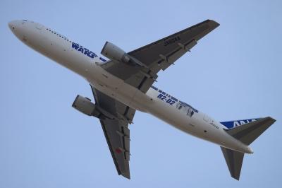 soku_33538.jpg :: D800 + Ai AF-S Nikkor 300mm f/4D IF-ED 1/1250 f/6.3 ISO=500 若干のトリミングあり。 乗り物 交通 航空機 飛行機 旅客機