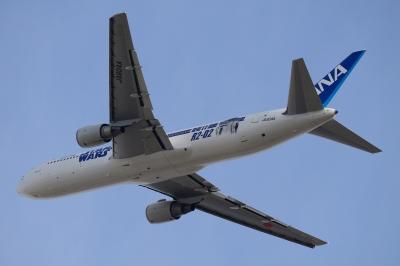 soku_33539.jpg :: D800 + Ai AF.S Nikkor 300mm f/4D IF.ED 1/1250 f/6.3 ISO=500 若干のトリミングあり。 乗り物 交通 航空機 飛行機 旅客機