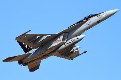 soku_33590.jpg :: 厚木基地/米海軍 FA.18 乗り物 交通 航空機 飛行機 軍用機 艦載戦闘機
