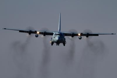 soku_33721.jpg :: 厚木 海上自衛隊 乗り物 交通 航空機 飛行機 軍用機 輸送機 C-130
