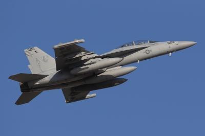 soku_33751.jpg :: 厚木 アメリカ海軍 乗り物 交通 航空機 飛行機 軍用機 艦載機 FA-18E