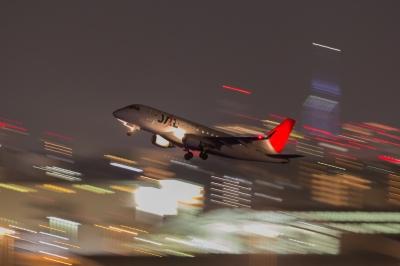 soku_33761.jpg :: FUK 乗り物 交通 航空機 飛行機 旅客機 夜景 流し撮り