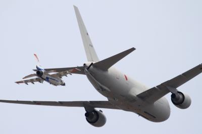 soku_33784.jpg :: 小牧基地 乗り物 交通 航空機 飛行機 軍用機 輸送機 空中給油機 KC.767 支援戦闘機 F.2A