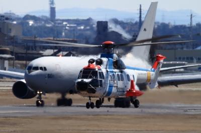 soku_33785.jpg :: 小牧基地 乗り物 交通 航空機 飛行機 軍用機 輸送機 空中給油機 KC.767 ヘリコプター S.72