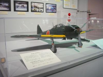 soku_33807.jpg :: 石川県小松市 航空プラザ 模型 零式艦上戦闘機52型 乗り物 交通 航空機 飛行機 軍用機