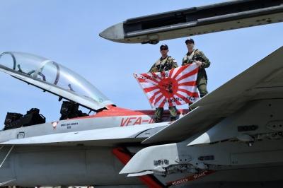 soku_33910.jpg :: FA-18 乗り物 交通 航空機 飛行機 軍用機 旭日旗 十六条旭日旗