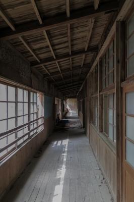 soku_34100.jpg :: 建築 建造物 廃墟 木造 木造校舎 和 和風