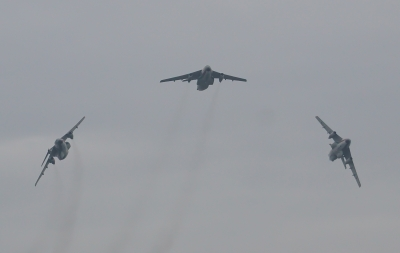soku_34130.jpg :: 乗り物 交通 航空機 飛行機 軍用機 輸送機 C-1 美保基地 機動飛行展示