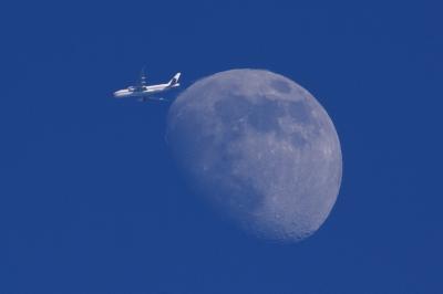 soku_34190.jpg :: 風景 自然 月 B.2078 Boeing 777.F6N PVG Shanghai . LAX Los Angeles