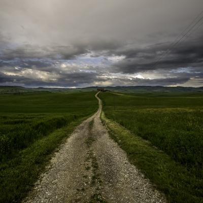 soku_34265.jpg :: 風景 自然 空 雲 暗雲 道 一本道 草原