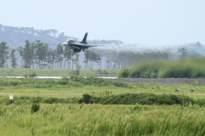 soku_34330.jpg :: 松島基地復興感謝イベント 支援戦闘機 F.2B 乗り物 交通 航空機 飛行機 軍用機 ローパス