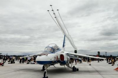 soku_34334.jpg :: 松島基地復興感謝イベント ブルーインパルス T.4 航空機 飛行機 軍用機 地上展示