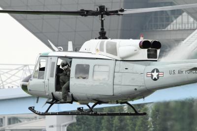 soku_34349.jpg :: 米軍 UH.1 統合防災訓練 乗り物 交通 航空機 ヘリコプター 軍用機