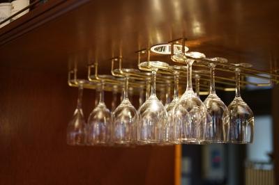 soku_34373.jpg :: 風景 街並み 店舗 飲食 レストラン ワイングラス
