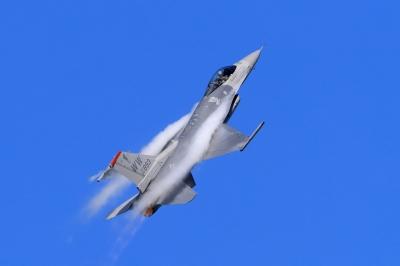 soku_34384.jpg :: デジカメ板 飛行機写真スレ〓第82便〓 平成28年度三沢基地航空祭 F-16 飛行機 ヒコーキが足りない by MSJ