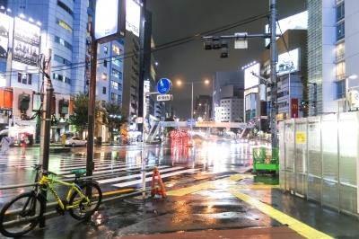 soku_34428.jpg :: 風景 街並み 都市の風景 夜景 都心 青山通り ハイキー 水鏡