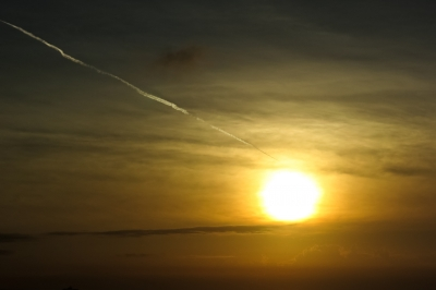 soku_34439.jpg :: 風景 自然 空 飛行機雲 夕日 夕焼け 日没