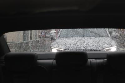 soku_34445.jpg :: 風景 郊外 車 ドライブ アウディ Audi Q5 スパイショット バックミラー越し ヘッドライト