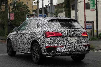 soku_34446.jpg :: 風景 郊外 車 アウディ ドライブ Audi Q5 スパイショット 全形 サイドバック