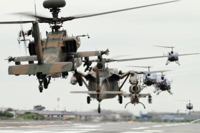 soku_34502.jpg :: 明野駐屯地航空祭予行 アパッチ 攻撃ヘリコプター ヘリコプター群