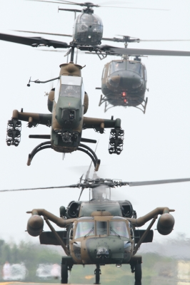soku_34504.jpg :: 明野駐屯地航空祭 UH-60J 救難ヘリ AH-1S 対地 対戦車 攻撃ヘリコプター