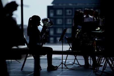 soku_34544.jpg :: 楽器 金管楽器 人物 女性 若い女性