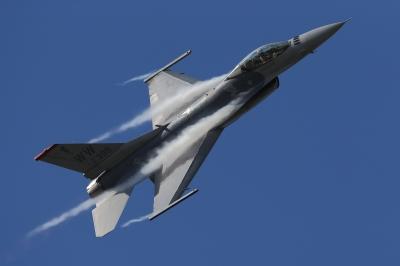 soku_34600.jpg :: 乗り物 交通 航空機 飛行機 軍用機 戦闘機 F.16CM ベイパー