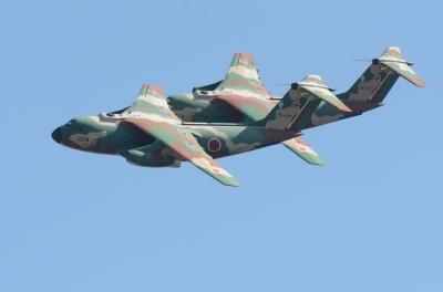 soku_34622.jpg :: 乗り物 交通 航空機 飛行機 軍用機 航空祭 入間航空祭 輸送機 C-1 機動飛行