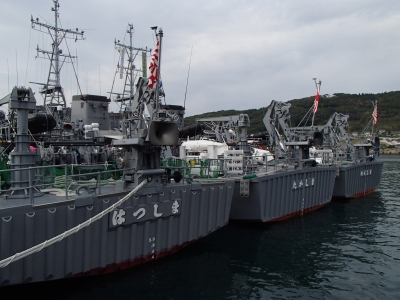 soku_34733.jpg :: 平成28年度機雷戦訓練(日向灘)及び掃海特別訓練 日向市細島港 MSC-606 はつしま hatsushima MSC-603 たかしま Takashima MSC-602 やくしま Yakushima