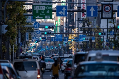 soku_34747.jpg :: 堺筋全部青 風景 街並み 都市の風景 乗り物 交通 信号機
